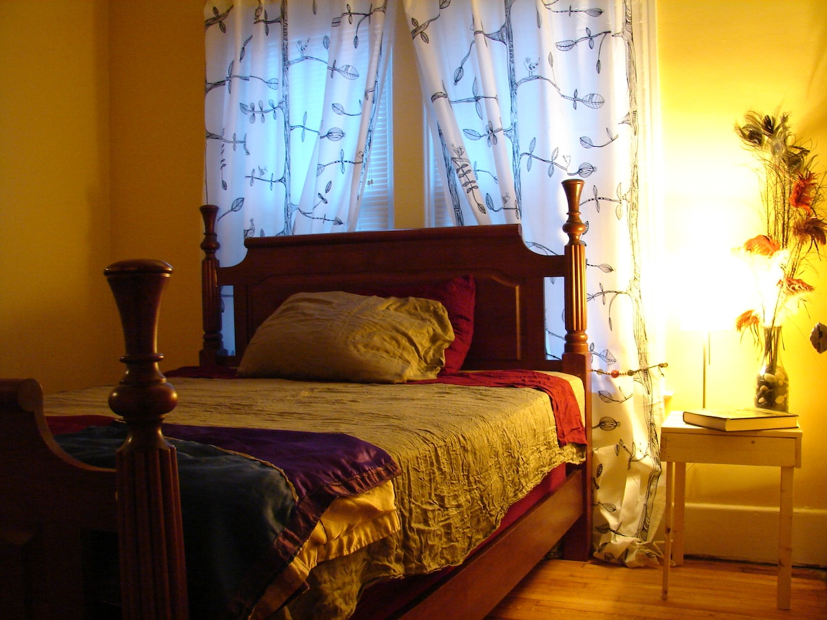 The Bird Room - queen sized bed with closet and double window.