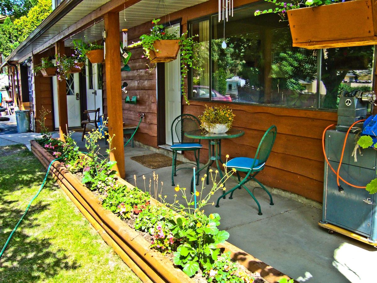 Sunny Summerland Suite in Okanagan