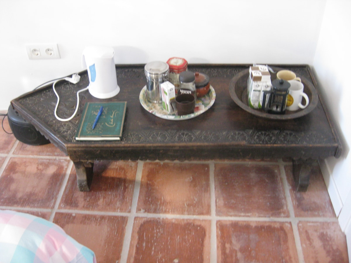 Tea/coffee-making facilities in guest bedroom