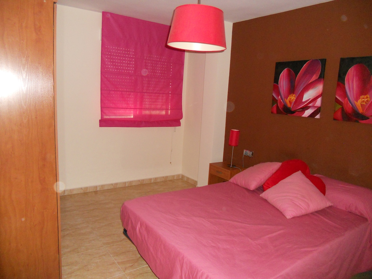 Dormitorio 1 con cama doble/ Bethroom 1 with double bed / Chambre 1 avec lit double