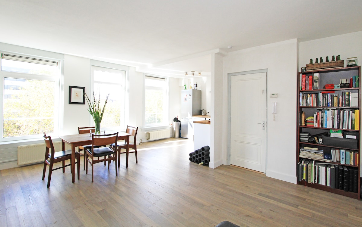 Lovely Spacious Canal Apartment