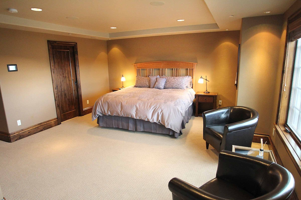 King sized bed in master suite