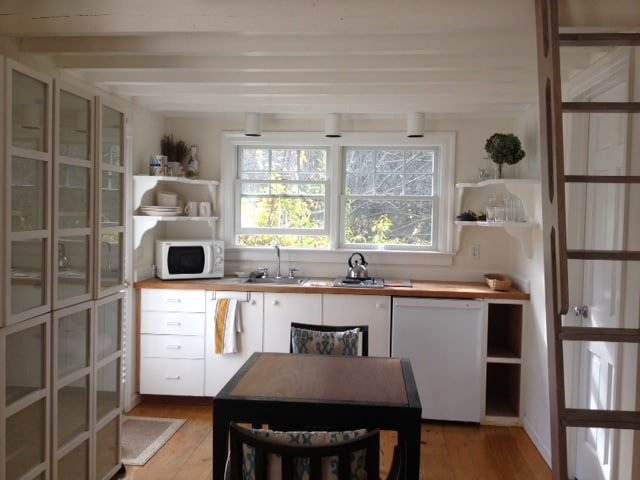 East Hampton bungalow perfectly outfitted. Approx 1 mi. from Main Beach.