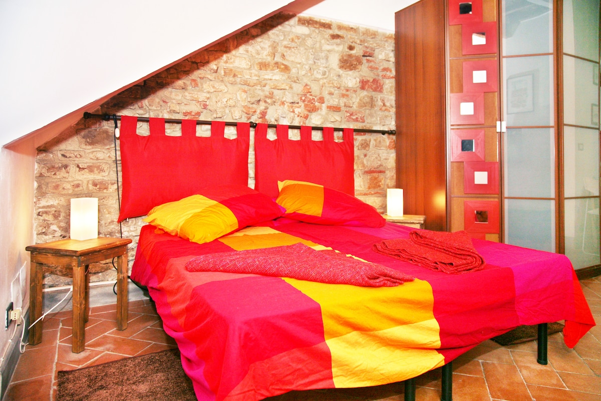 Characteristic flat in S. Spirito