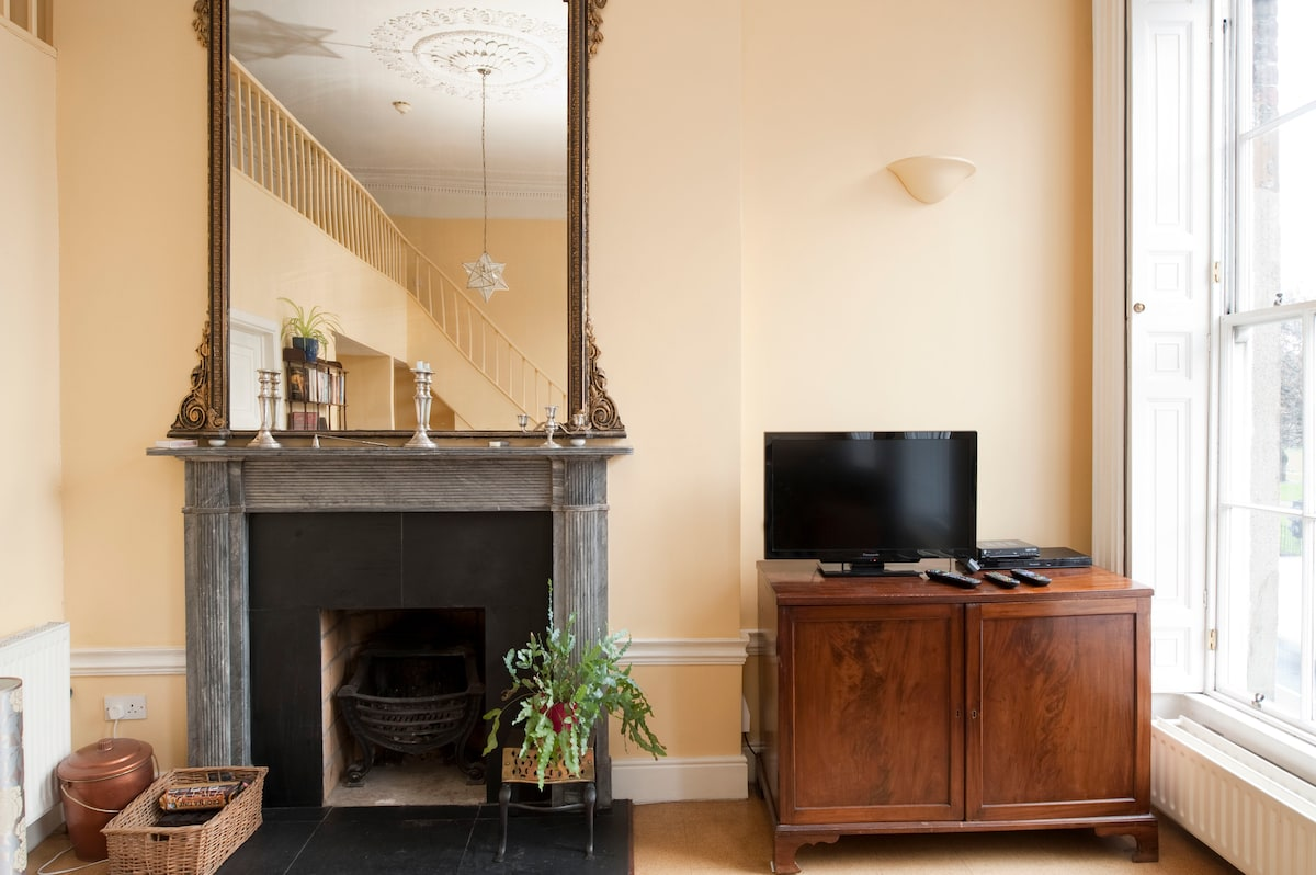 Working fireplace and 37 flat-screen TV