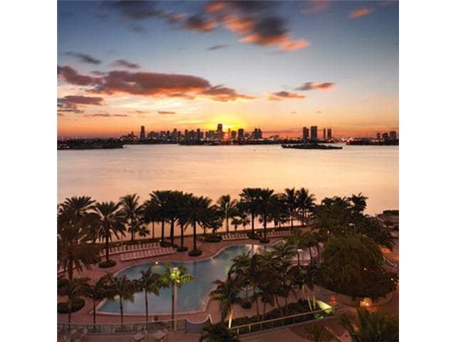SOUTH BEACH ......RESORT LIVING RIGHT ON THE BAY OF BISCAYNE...WATER FRONT