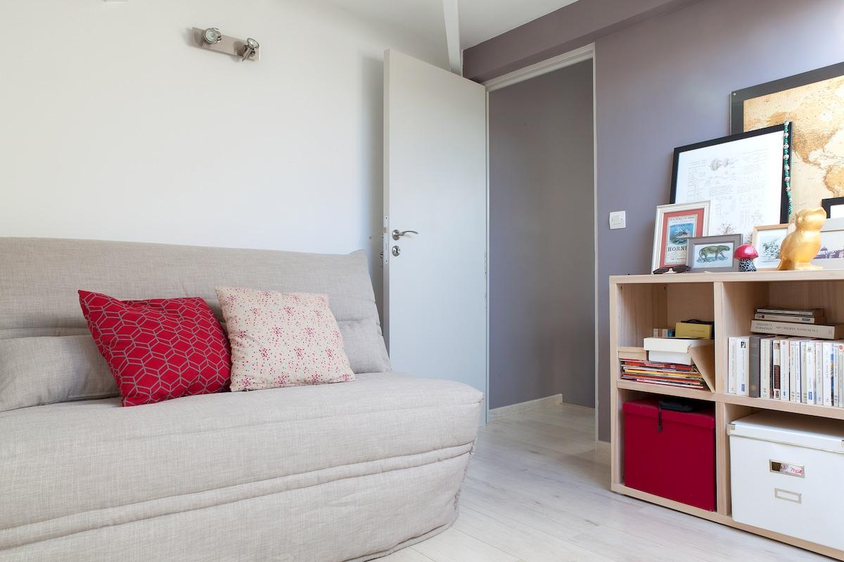 Cosy private room in city center