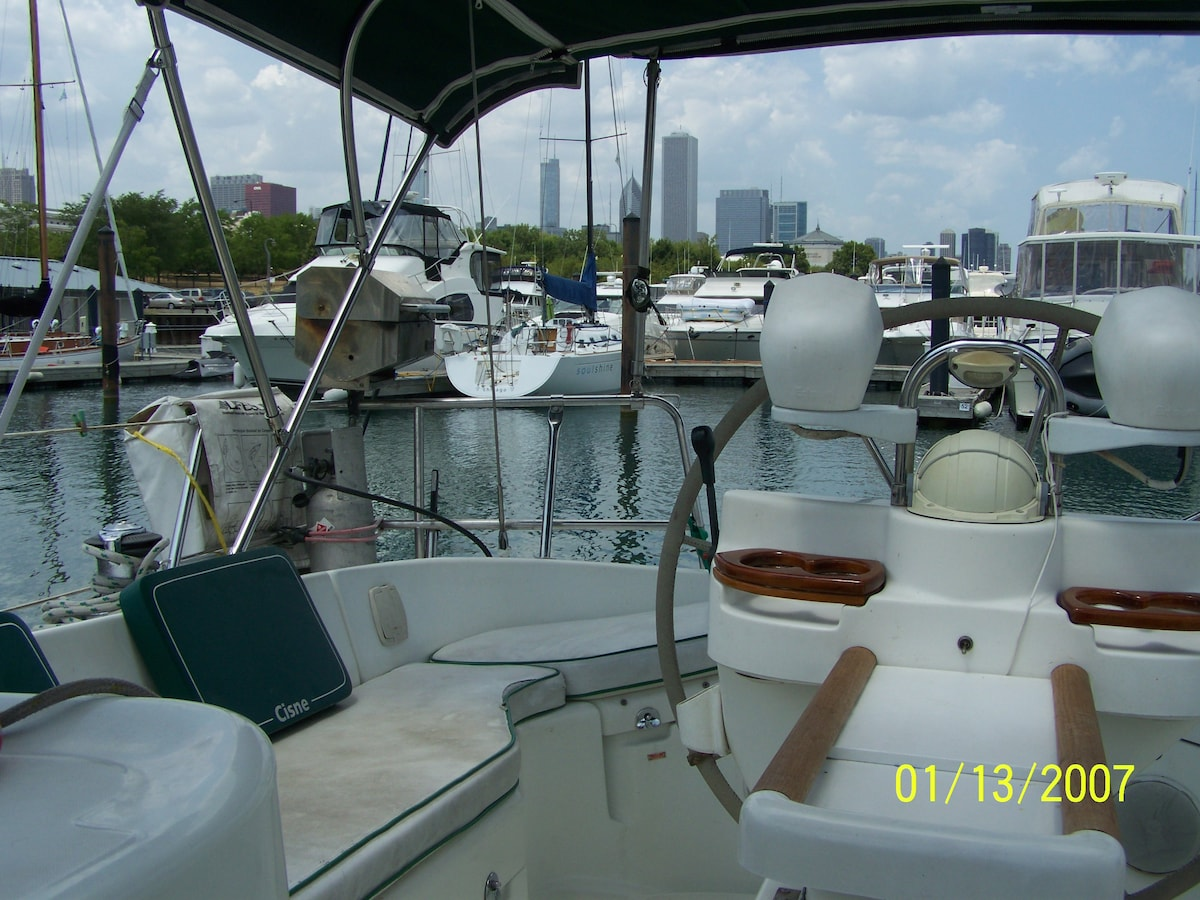16/17: Chicago Lakefront Sailing Yacht