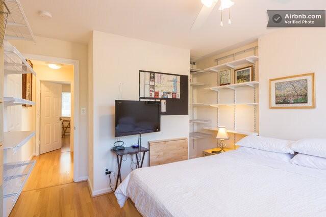 Old Town Alexandria Monet suite.