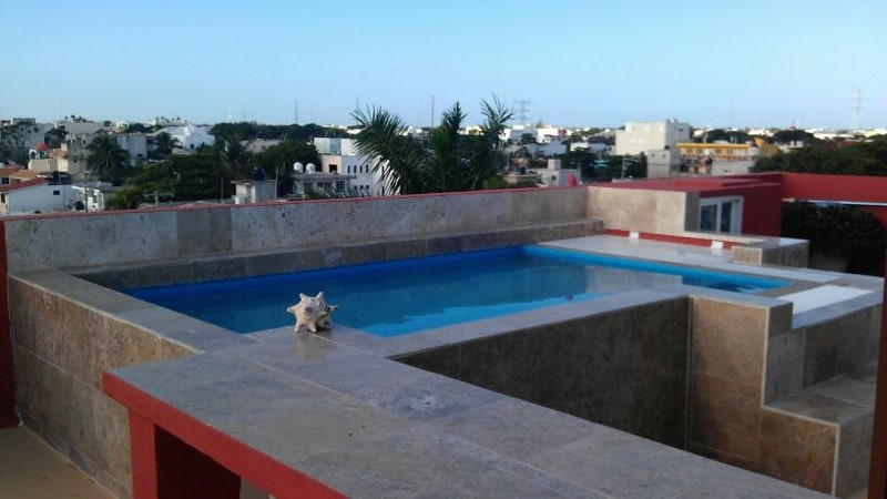Access to roofgarden with small pool, dining table & barbeque