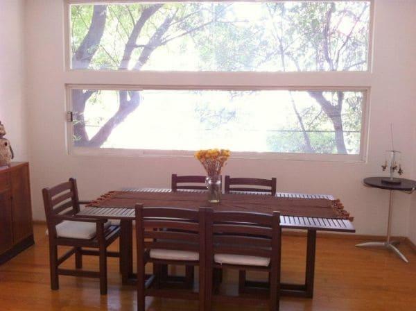 La sala comedor son luminosos y con una vista hermosa , dining room