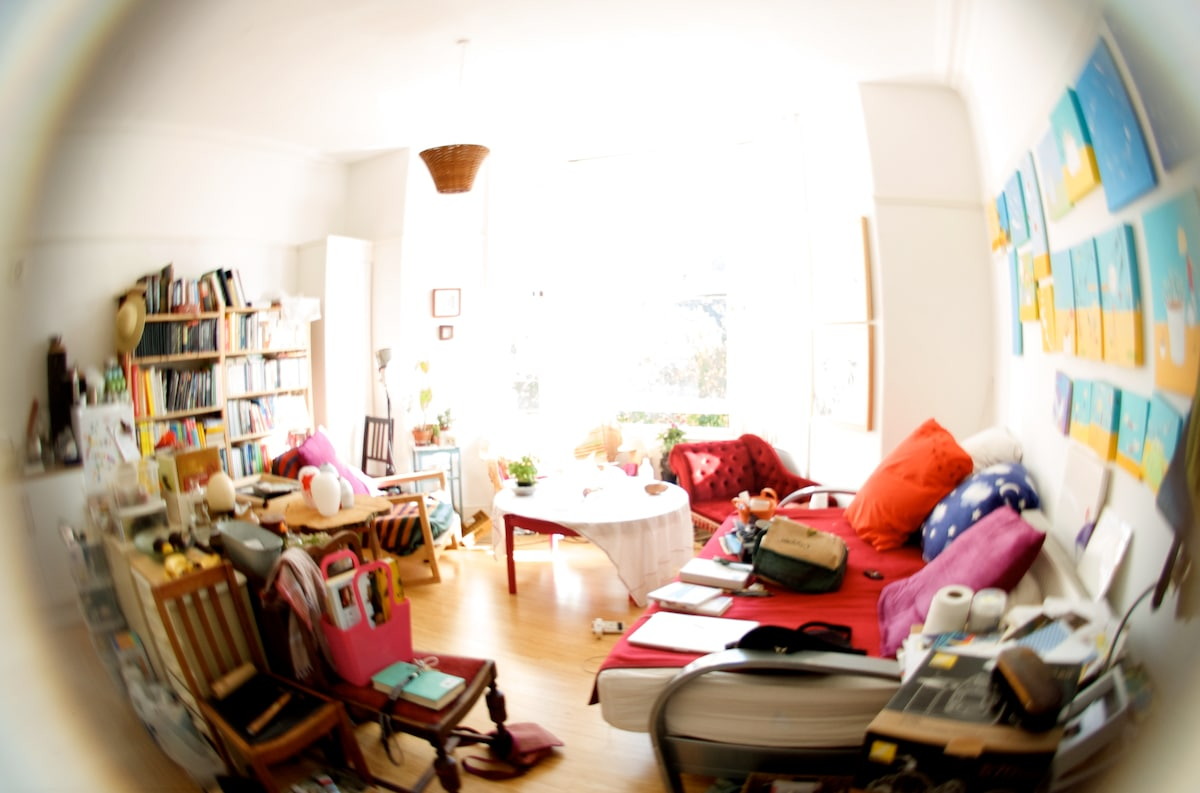 The kitchen-living space is where Birgit does a lot of her work but you are welcome to relax here as well. Sit in the window and surf the internet. The room has changed a since we photographed it. It now has a long table in it, the sofa bed is gone too.