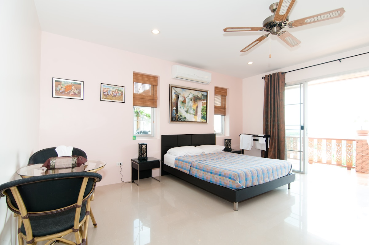 A very spacious room, 35 m2