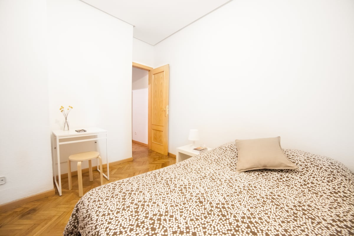 Clean room in the heart of Madrid