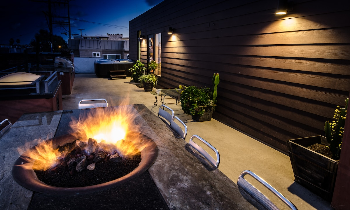 Huge private rooftop deck with HOT TUB, fire pit, and bbq!