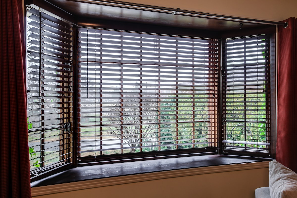 Plenty of natural light. Most guests comment on how they enjoyed morning coffee at this window where they could watch and listen to the song birds out in the garden and patio area.