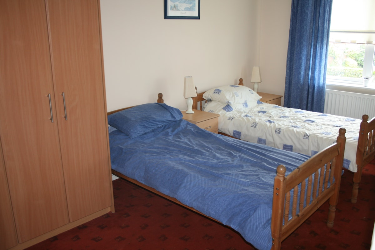 Dublin 11 Single Room-  Share Owner