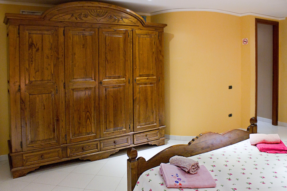 SPACCANAPOLI lovely double room!