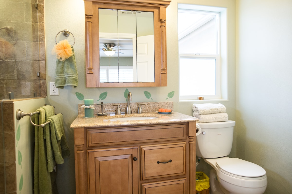 Private bath has all the amenities: shampoos, towels, hairdryer.....