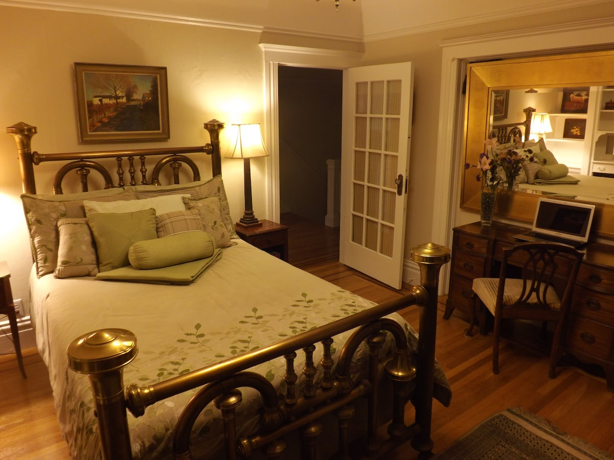 Room has a comfortable brass bed with all cotton sheets.