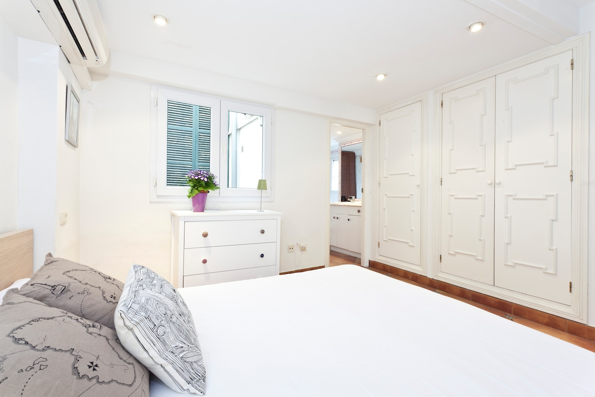 Bedroom with three wardrobes and chest of drawers
