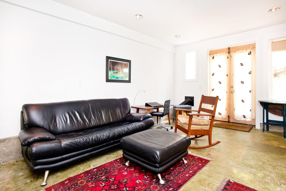 Tranquil & private garden studio