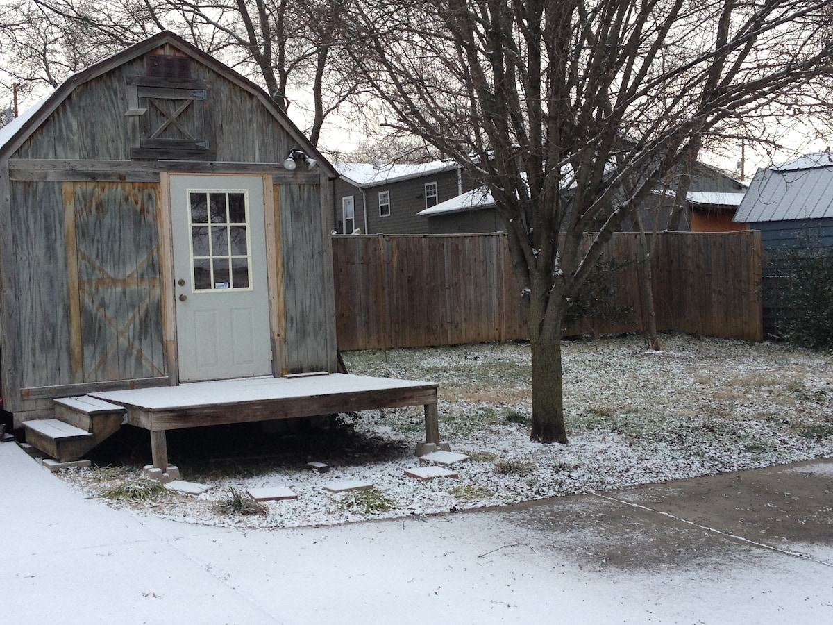 Nashville can get snowy in the winter! Here's a shot of the casita on a wintry morning!