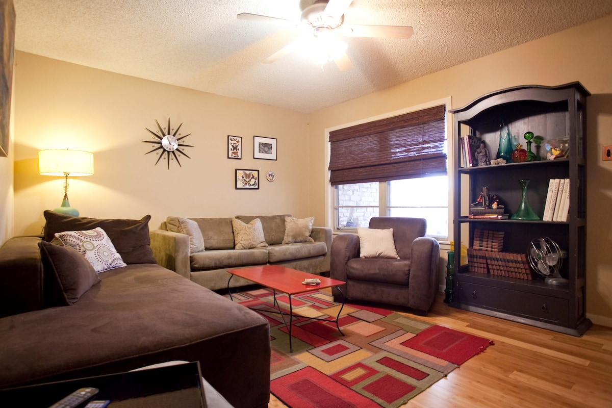 Comfortable Cool Home Near Downtown