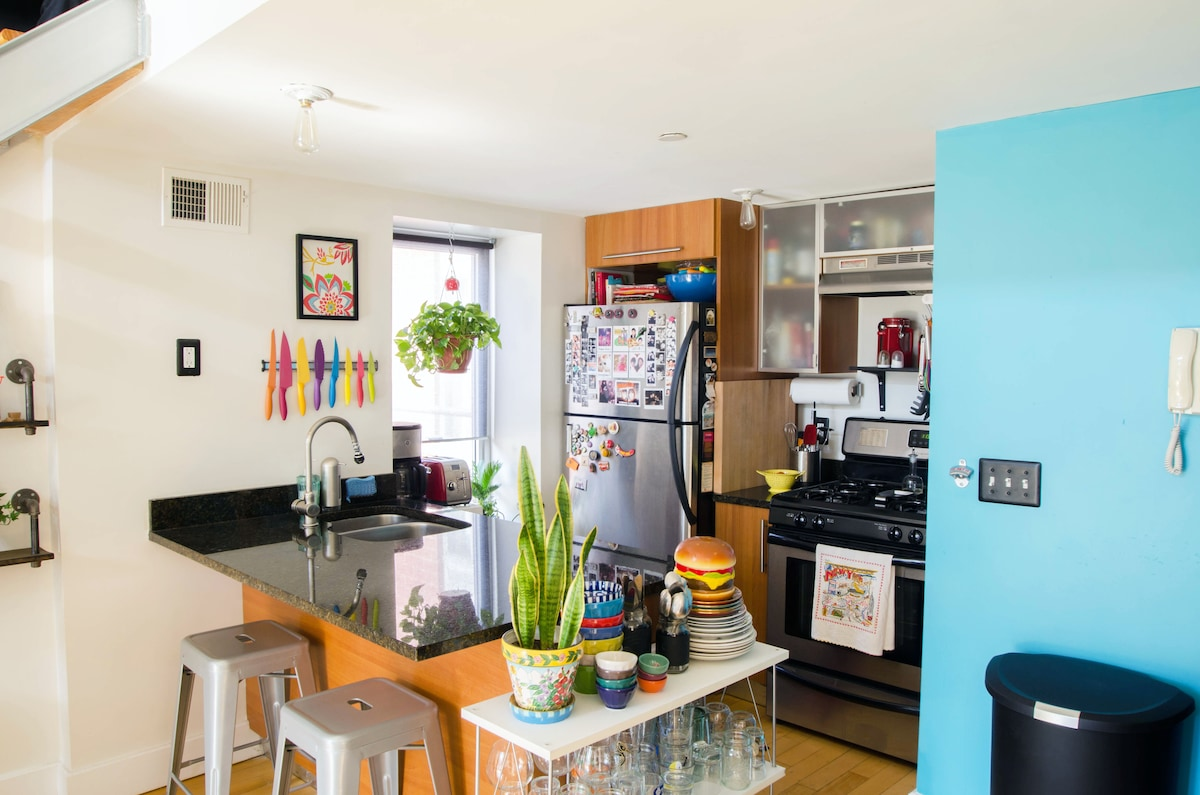 Fully appointed kitchen, with breakfast bar.