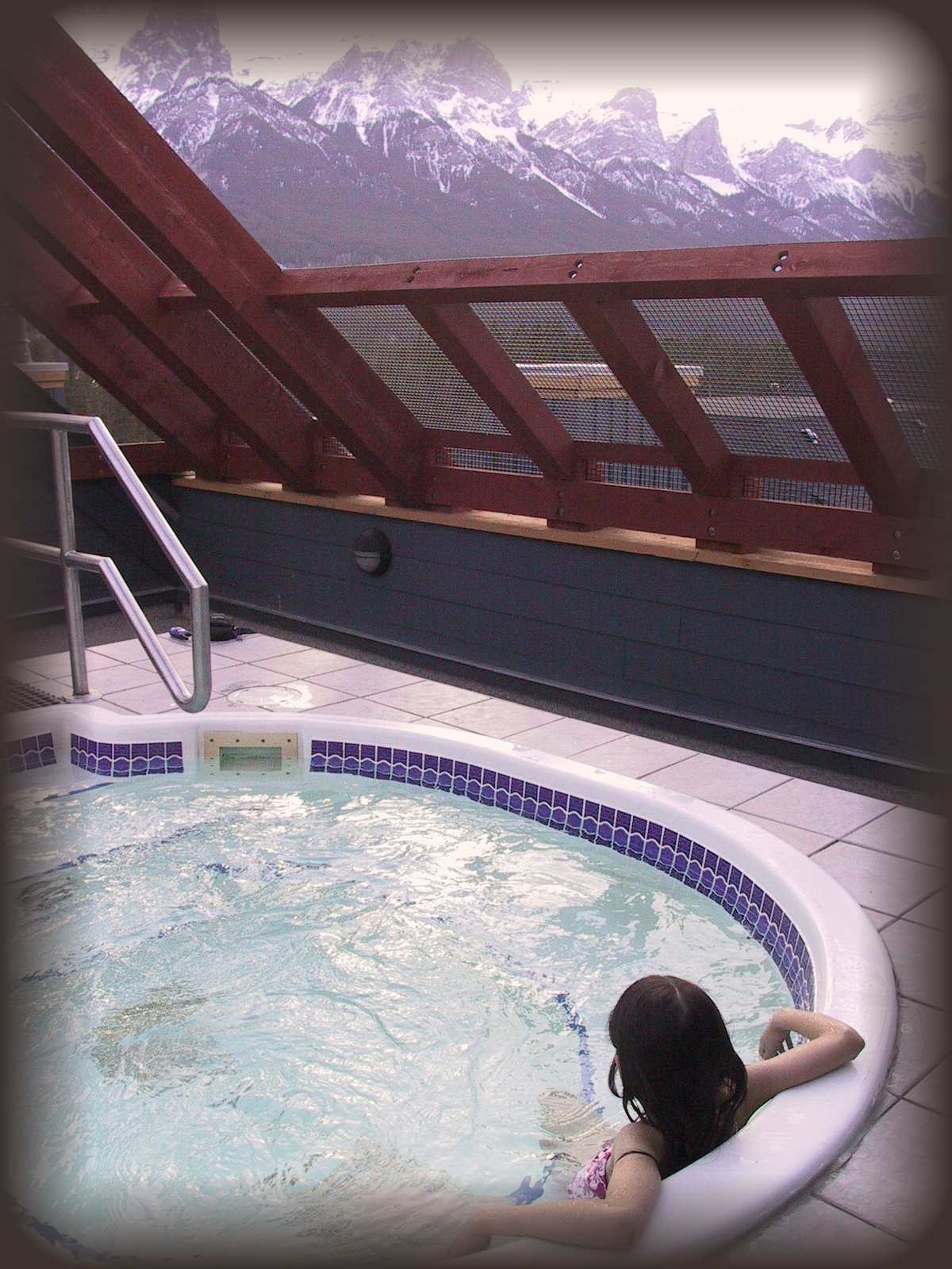 Soak up 360 degree panoramic views in the rooftop hot-tub!