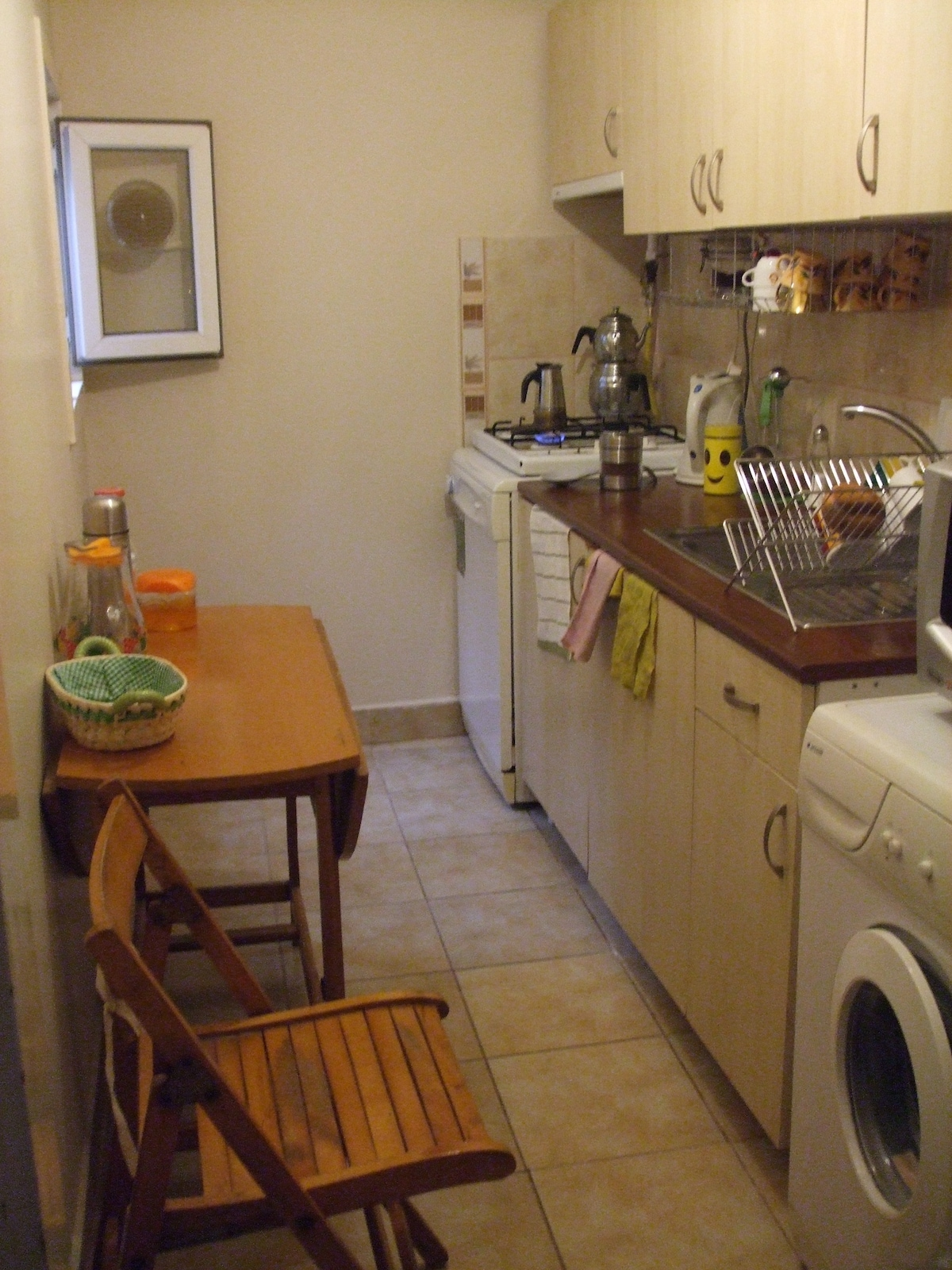 Fully equiped kitchen. Guest are free to cook their own food.