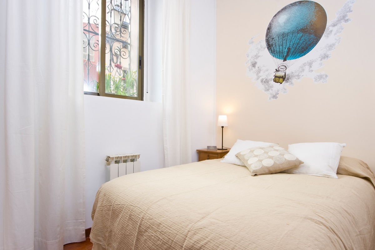 Bohemian apartment: a perfect place to work and enjoy for up to four people.