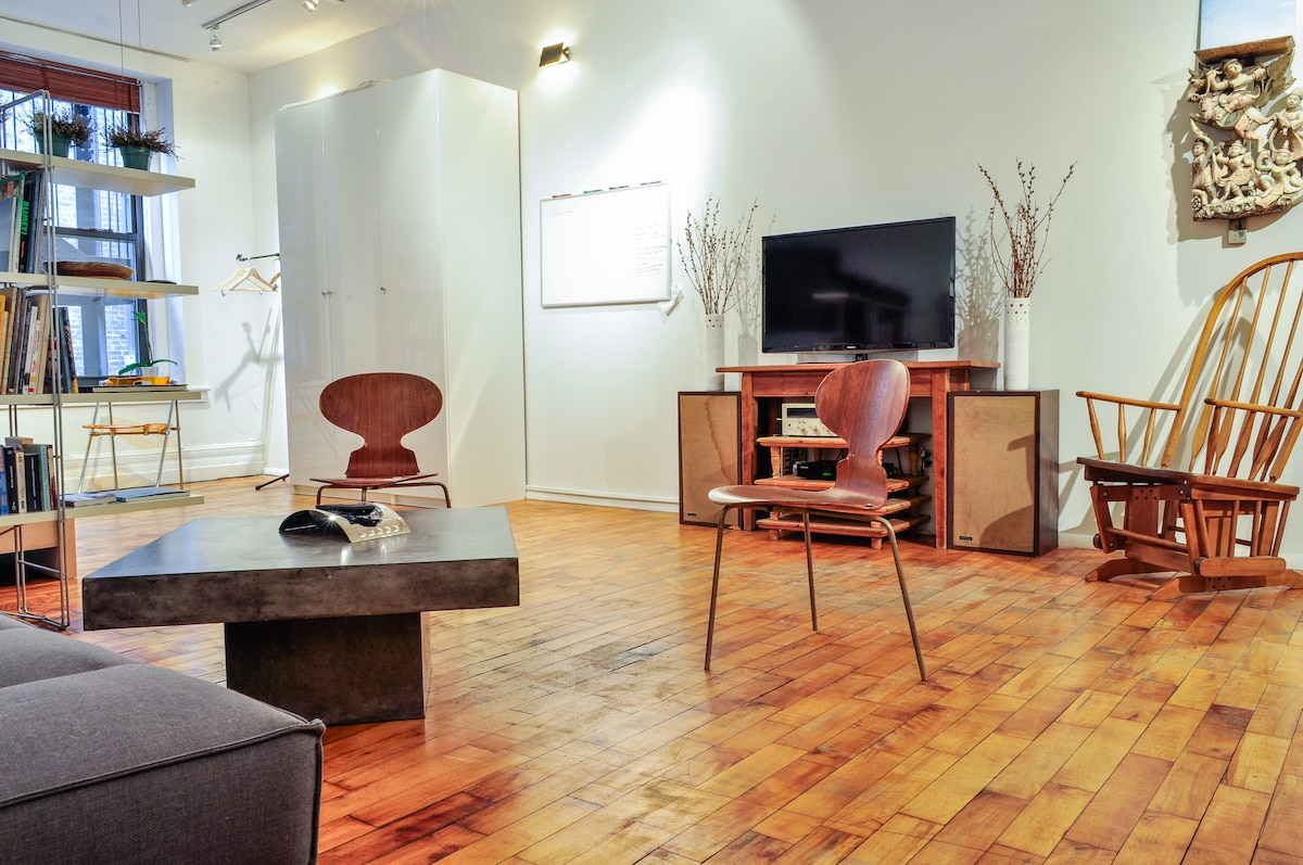 Clean lines and modern touches in the most convenient part of NYC...