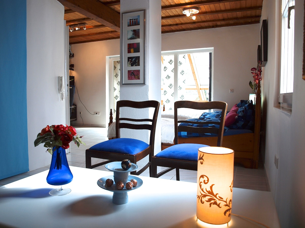 Black & Blue room 1st floor @  IHOE