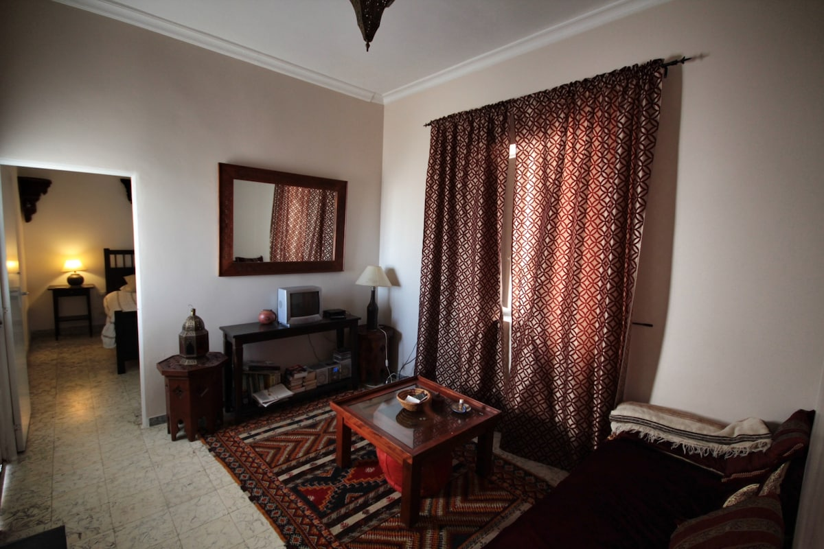 Moroccan inspired living room, sofa can be a single bed
