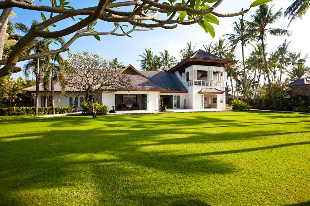Villa Puri Nirwana exterior with oversized garden and beautiful colonial design.