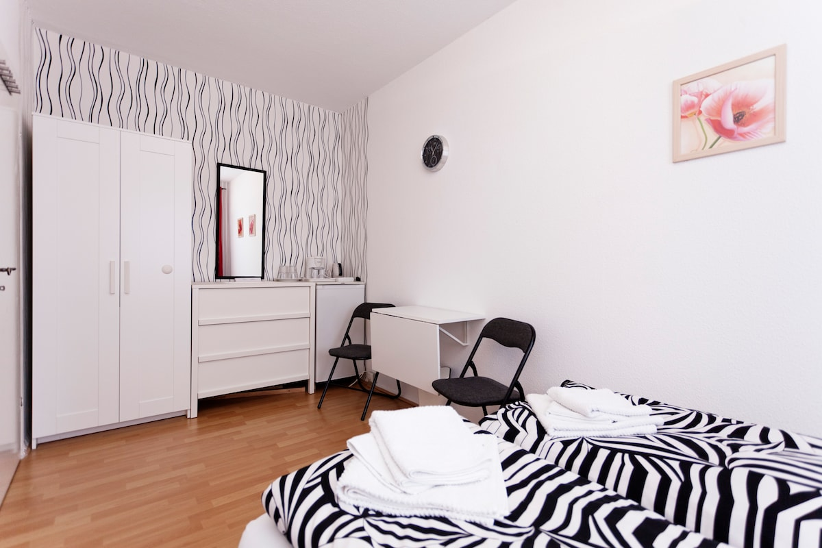Comfortable, warm, furnished & clean room