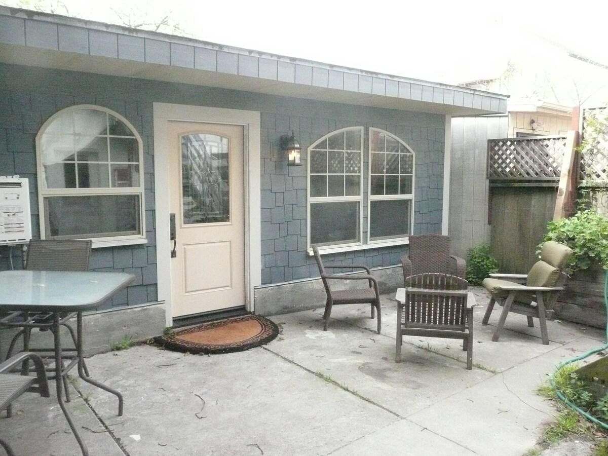 Quiet Bernal Heights cottage studio
