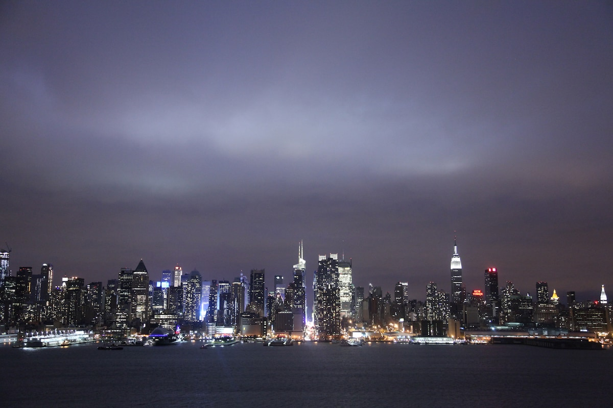 Weehawken (NJ) United States  city images : NYC skyline view from Boulevard East by King Avenue, Weehawke, NJ
