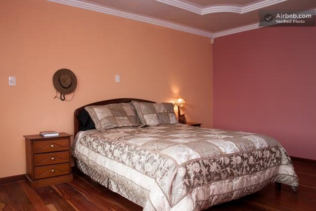 BEAUTIFUL & PEACEFUL ROOM IN CUENCA