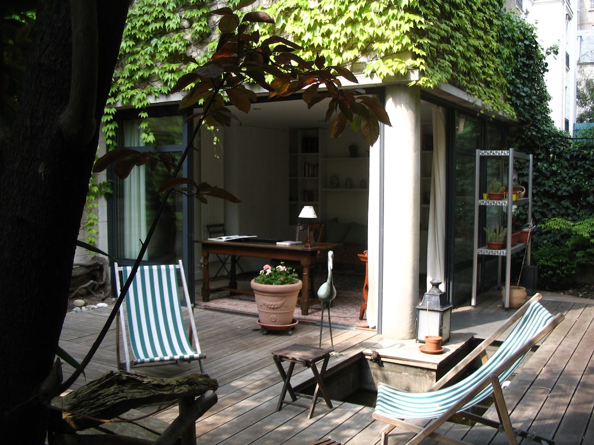 The studio opens out on a patio, or japanese garden, which in the summer is like having a huge extra room.
