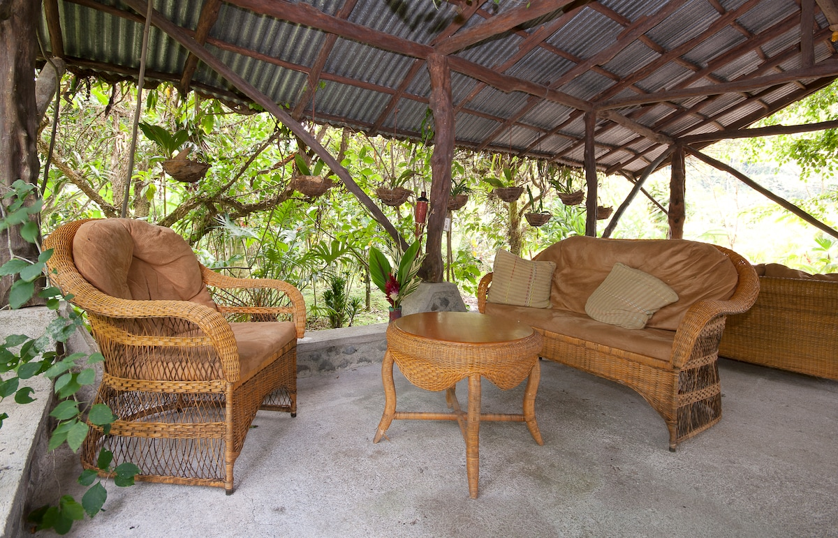 Toucan Lounge