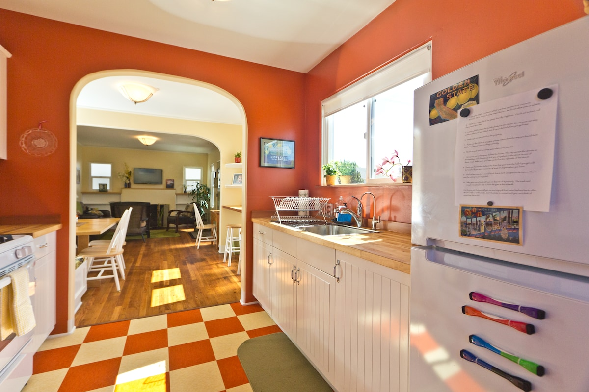 Sunny Creekside Downtown Location!
