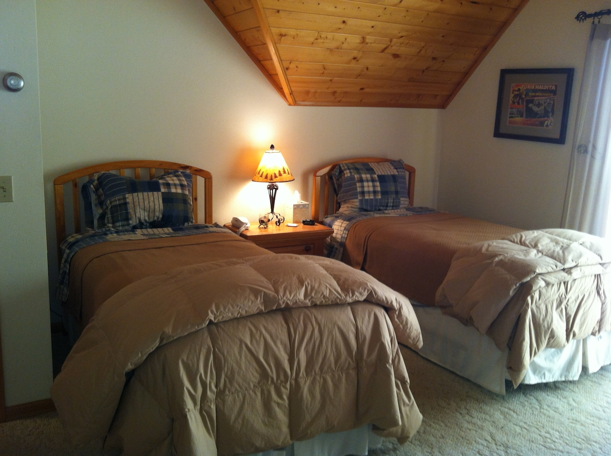 The Twin Spruce room with a view of the Sneffels Range, Dallas Divide & Log Hill Mesa