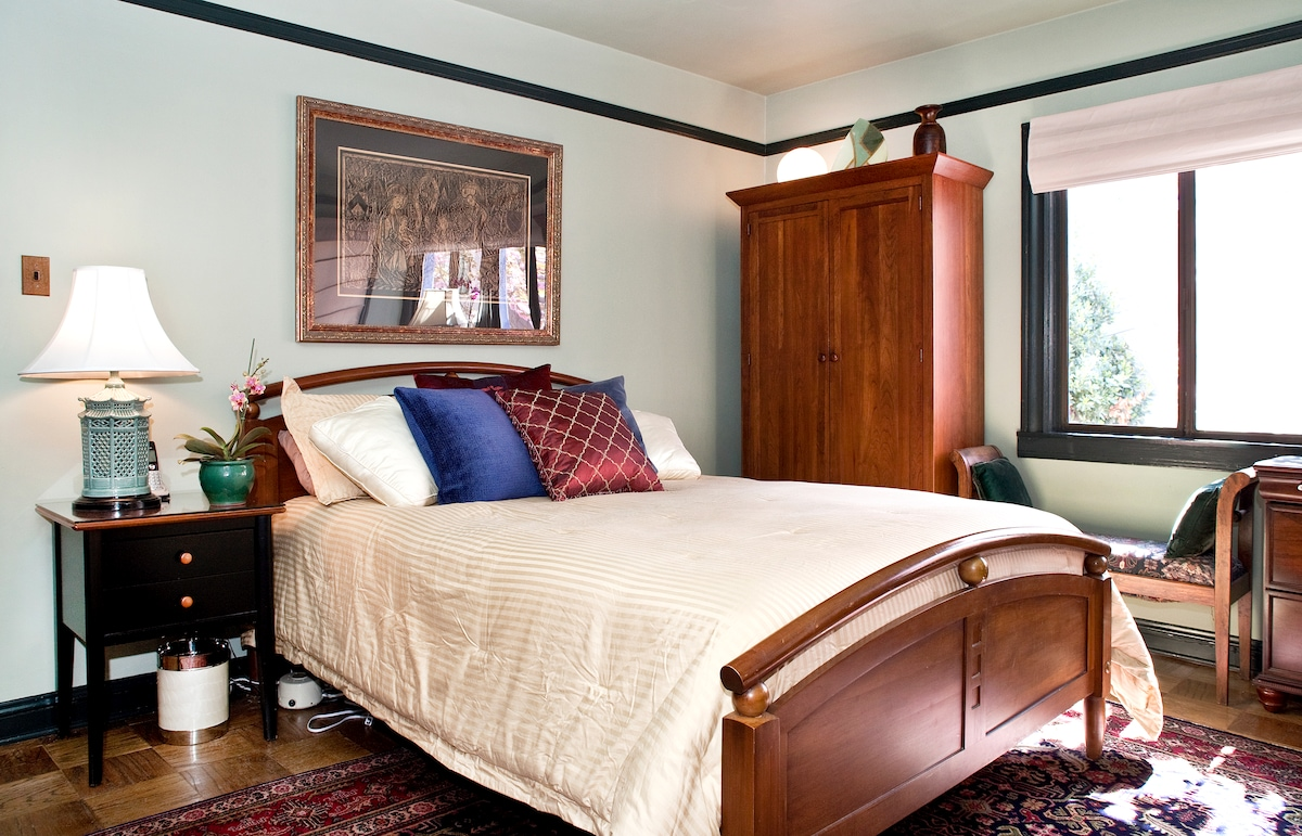 Welcome to your elegant master suite near the Castro!