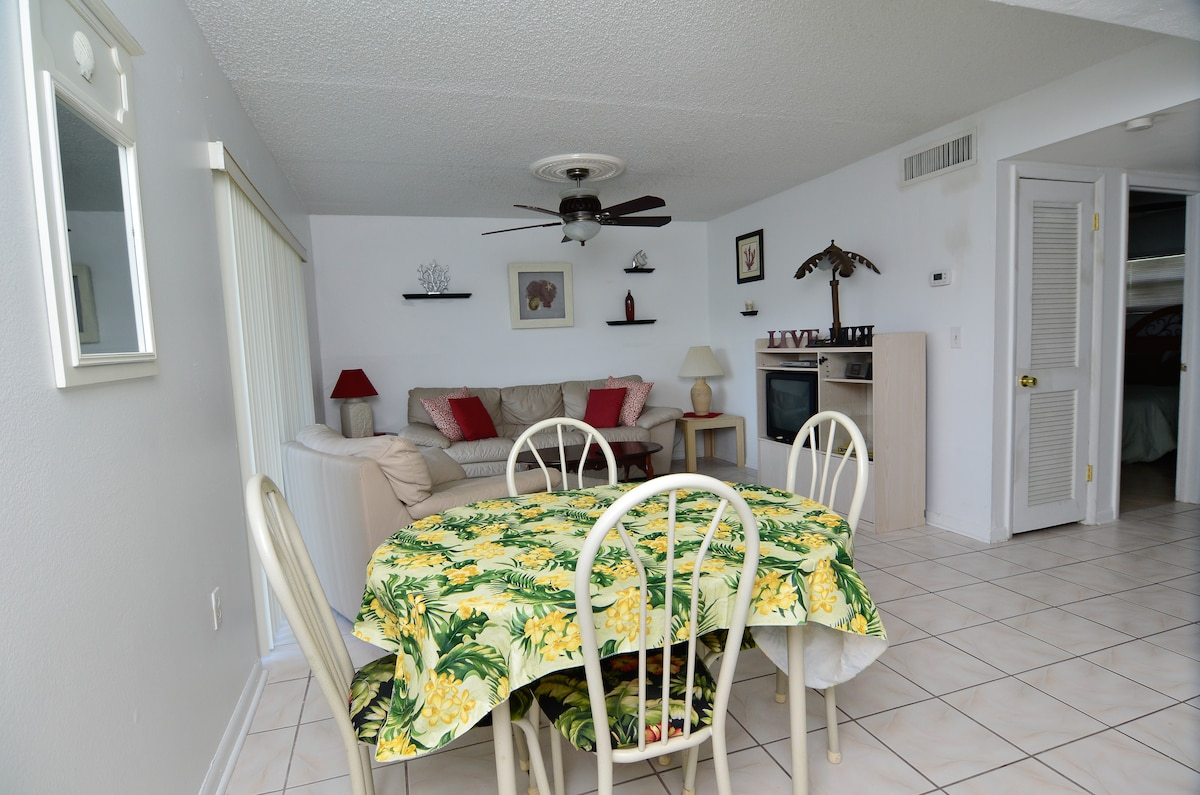 Beach condo close to Disney!