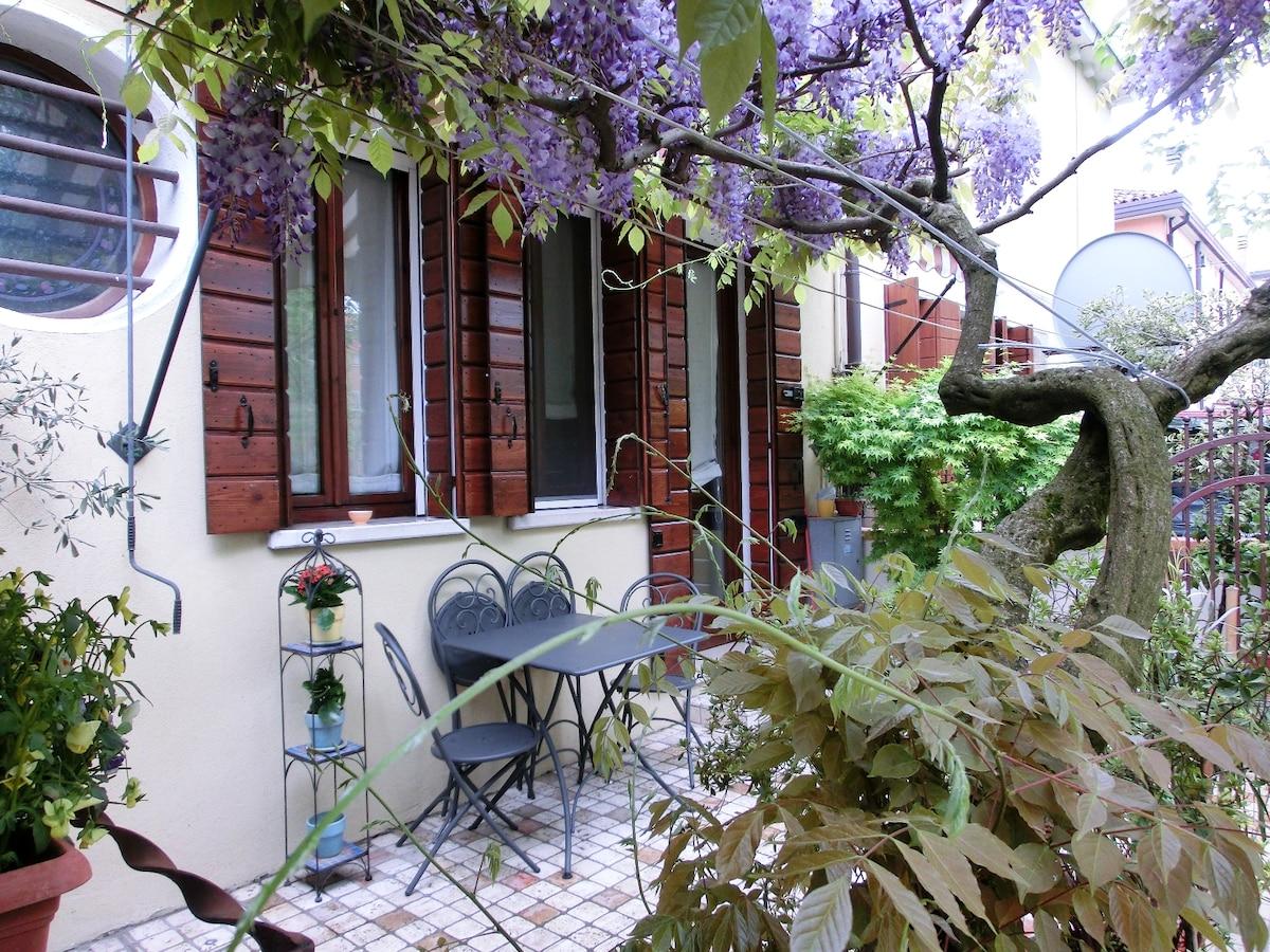 Apartment with garden along river
