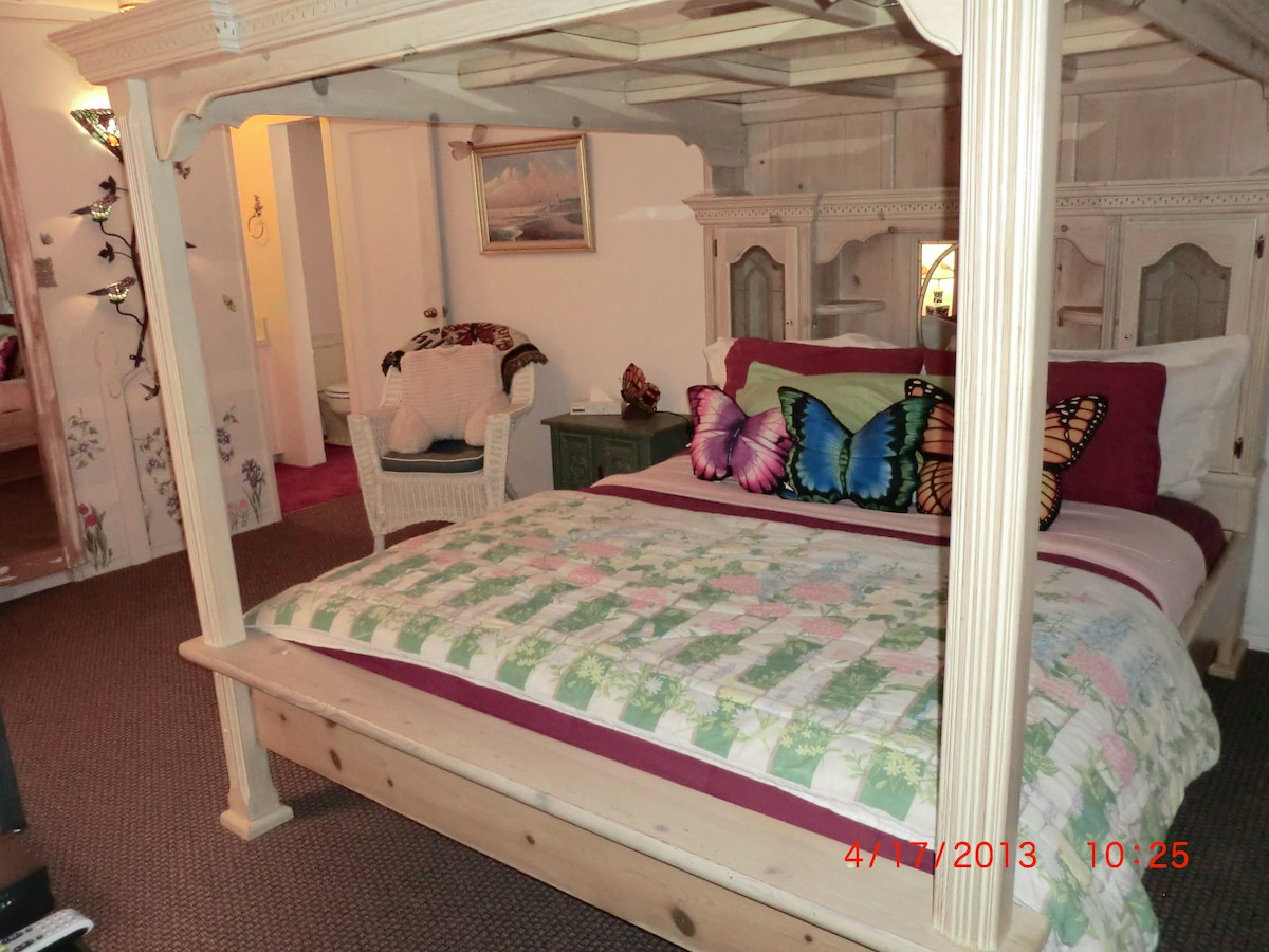 King Size Mirror Canopy Bed in The Butterfly Room