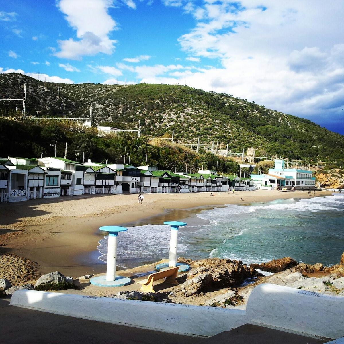 """playa """"Les casetes del Garraf"""" a 3min"""