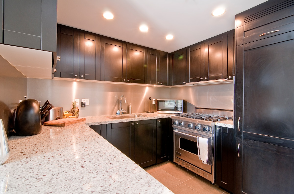 Top of the line Manhattan style kitchen with Viking oven and range, Liebherr fridge, DCS dishwasher, imported tiles, granite countertops, silencing drawers...a masterpiece to cook in!